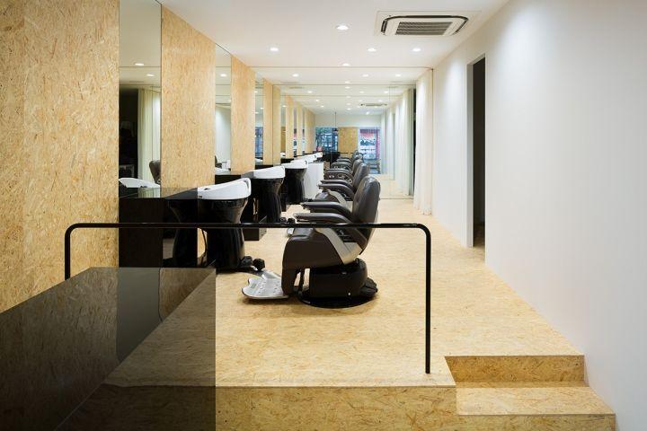 Черная мебель в парикмахерской