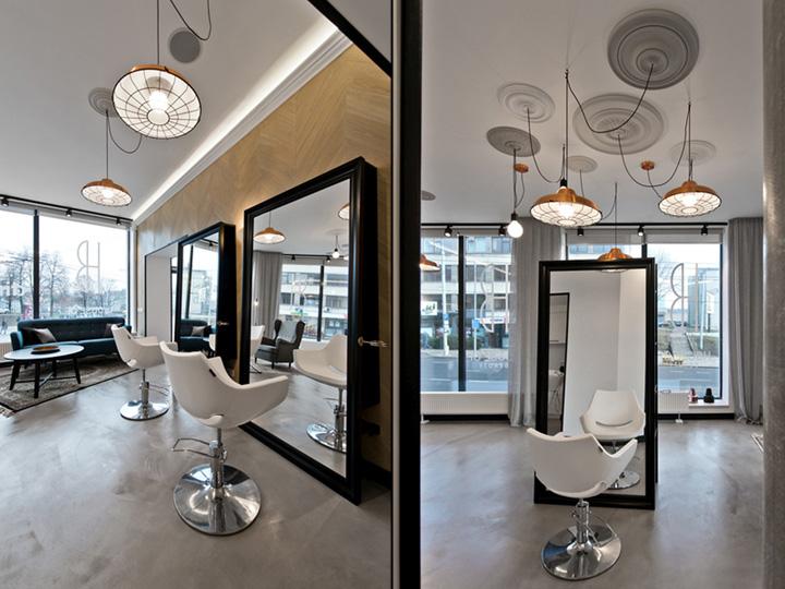 Белые кресла в салоне-красоты