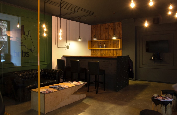http://apartmentinteriors.ru/wp-content/uploads/Beauty-in-Kiev-Barboss-Barbershop-photo-08.jpg