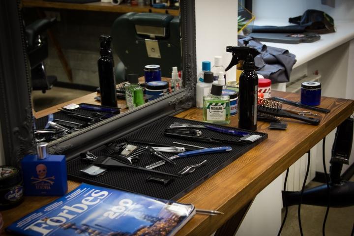 Рабочий стол мастера в парикмахерской