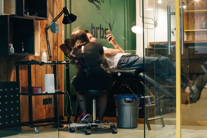 Нанесения тату в парикмахерской