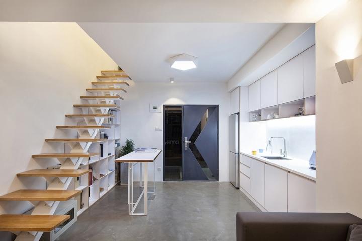 Белая кухня в офисе DYH Studio