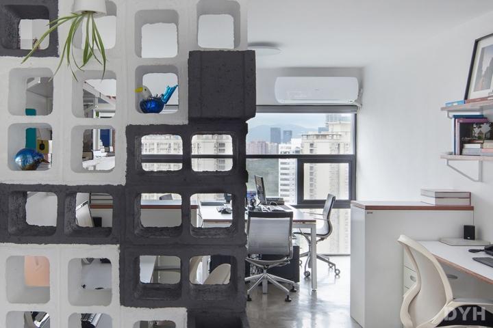 Перегородка для разделения кабинетов в офисе
