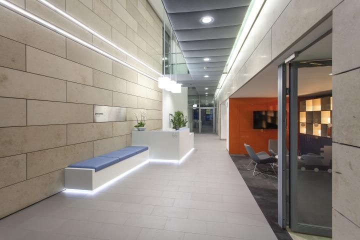 Минималистический дизайн интерьера офиса 55 Princess Street в Англии