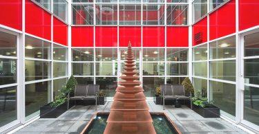 Современный дизайн офиса KYOCERAS в Красном цвете