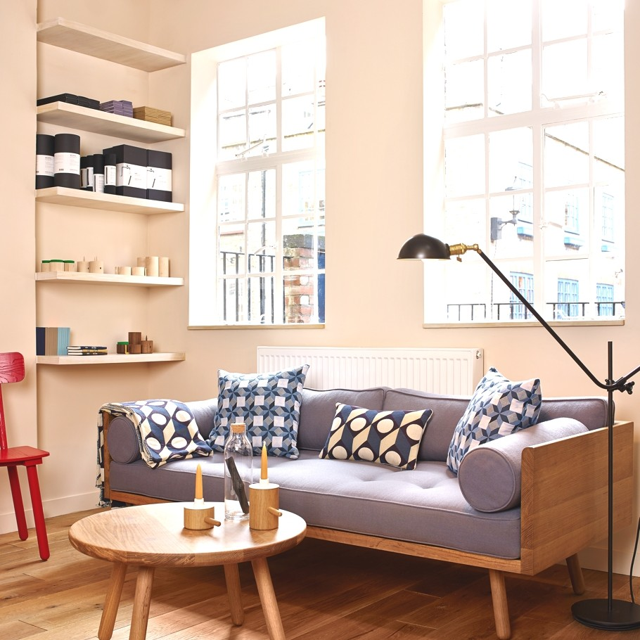 Деревянная мебель в магазине мебельной компании