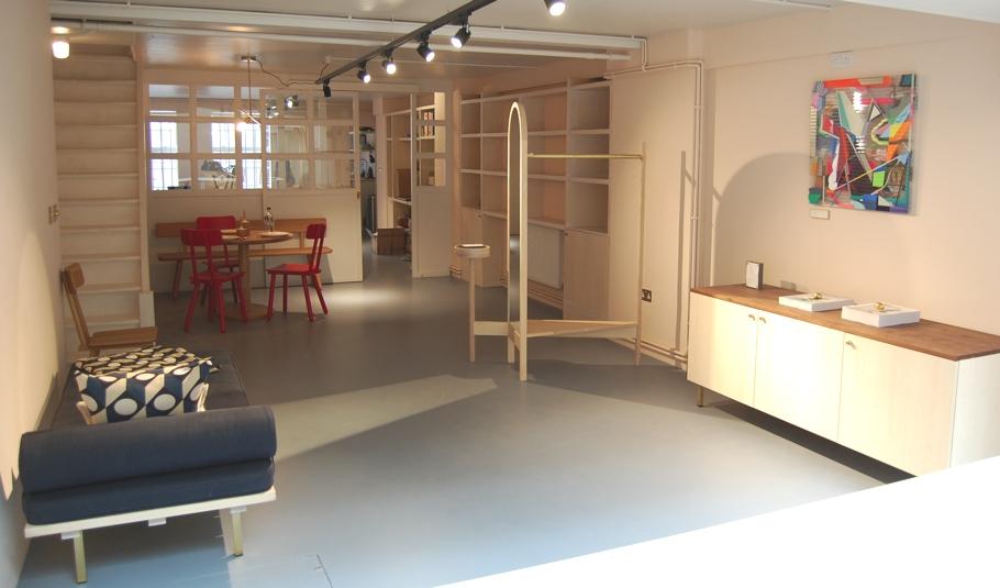 Бетонный пол в магазине мебельной компании