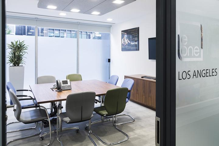 Дизайн проект интерьера офиса: кабинет для ведения переговоров