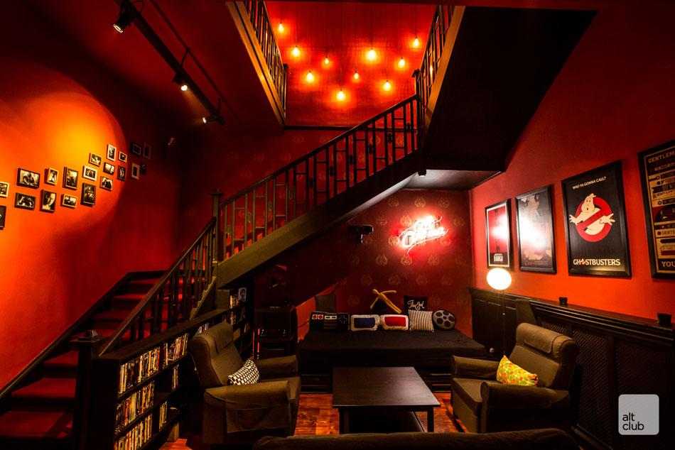 Лестница в клубе