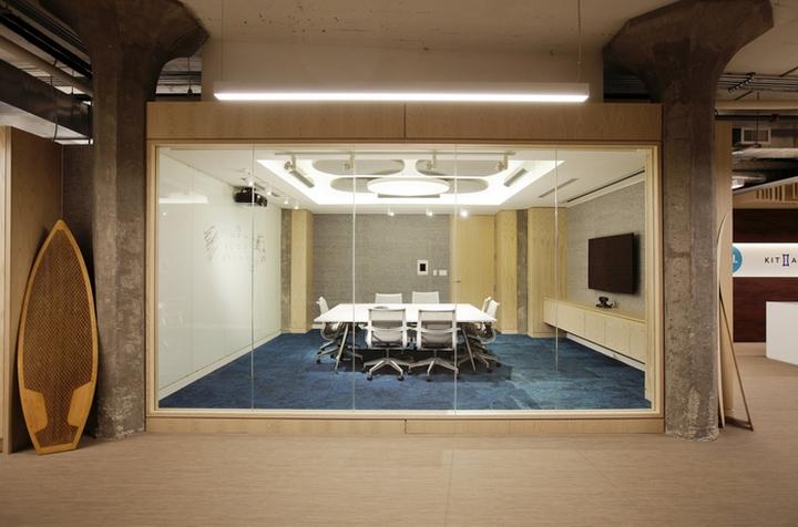 Конференц-зал со стеклянной стеной