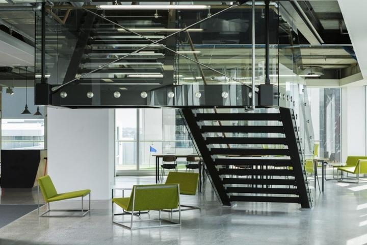 Шикарная лестница офиса Spendvision