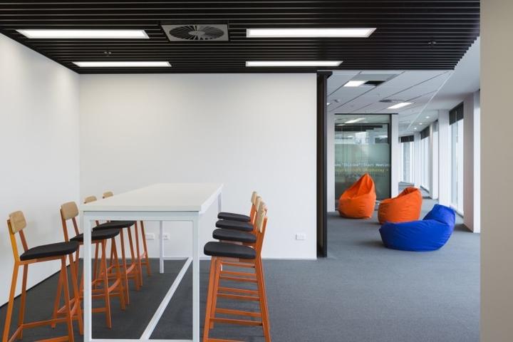 Оригинальный дизайн мебели офиса Spendvision