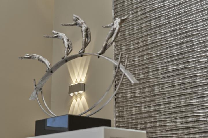 Статуэтка для декора медицинского центра Medicare Vita