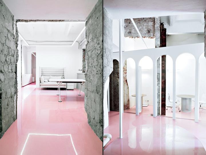 Розовый пол в интерьере офиса