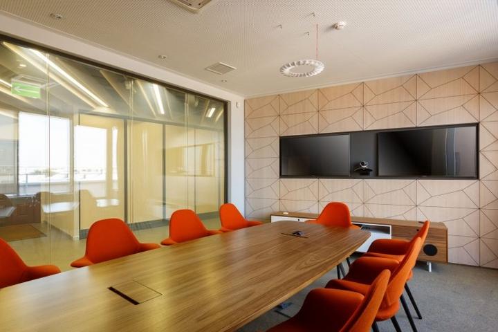 Зал переговоров и совещаний в офисе
