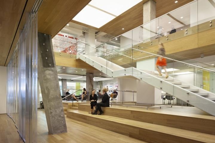 Эскалатор в офисе