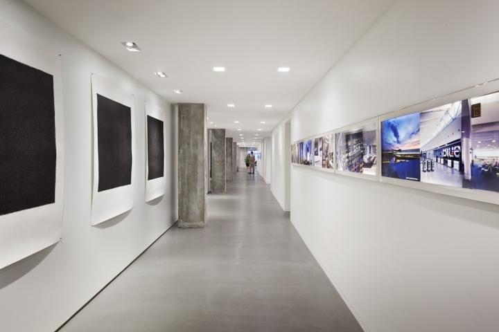 Белые стены в офисе