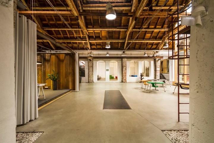 Дизайн светлого офиса Elements: место для проведения неформальных встреч