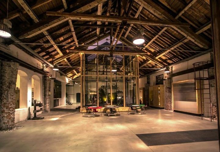 Подсветка здания офиса Elements
