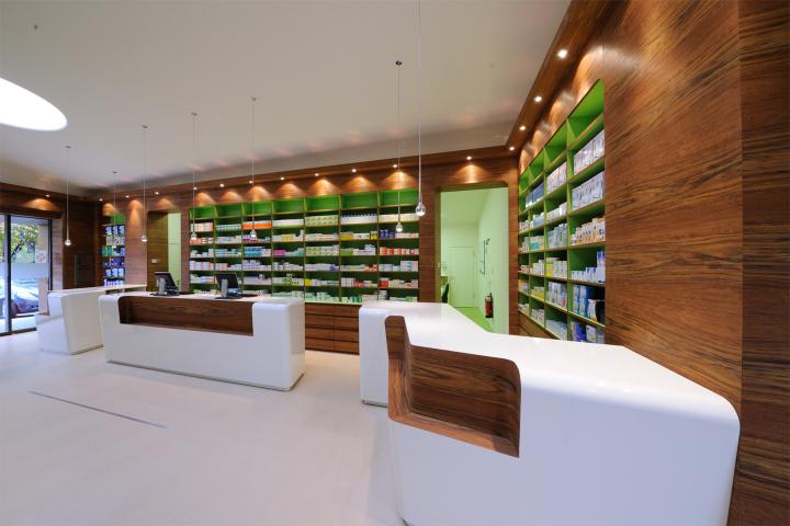 Деревянная облицовка стен в аптеке