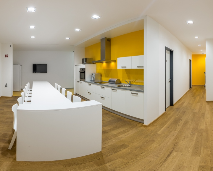 Кухня и столоваяв офисе компании Pollmeier