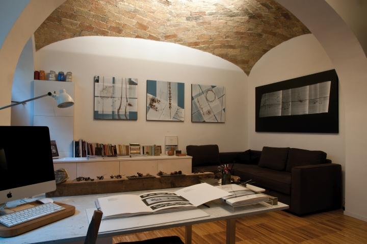 Куполообразные потолки в приемной мастерской-галерее