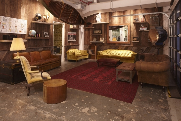 Уютная гостиная в коворкинг-офисе