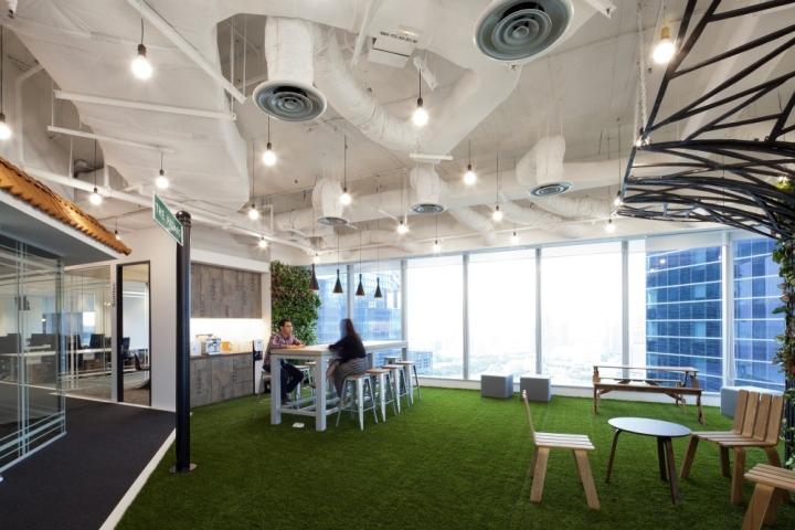 Белый потолок в офисе