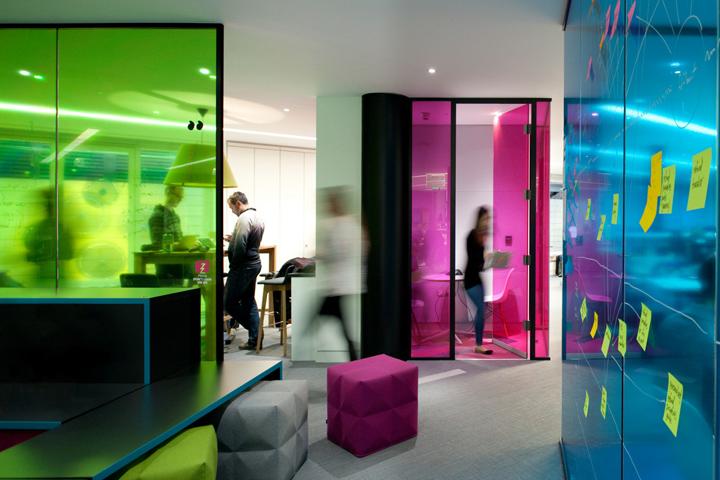 Радужный дизайн офиса