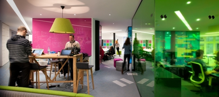 Радужный дизайн офиса ThoughtWorks Offices