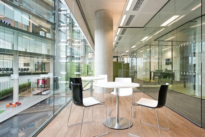 Современная мебель в интерьере офиса компании Kaspersky Lab в Лондоне