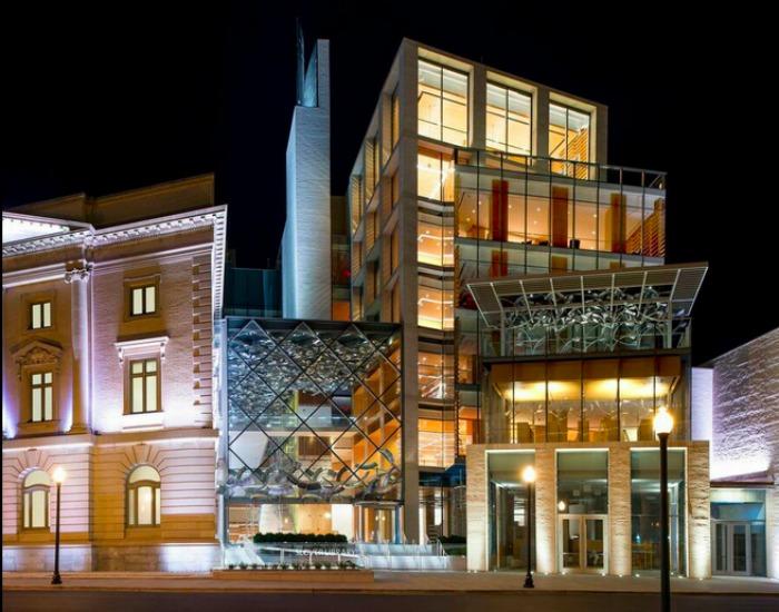 Необычная форма фасада библиотеки