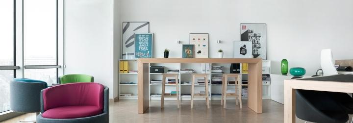 Высокий стол для работы в студии дизайна Vogue Design