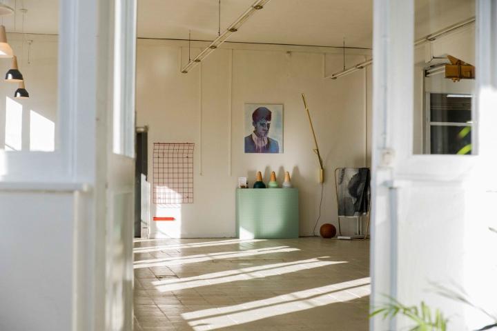 Портрет на стене в офисе и мастерской