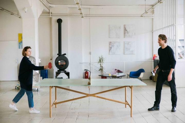 Теннисный стол в офисе и мастерской