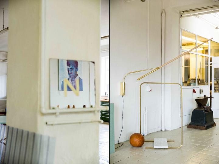 Портрет на стене и трубы в офисе и мастерской