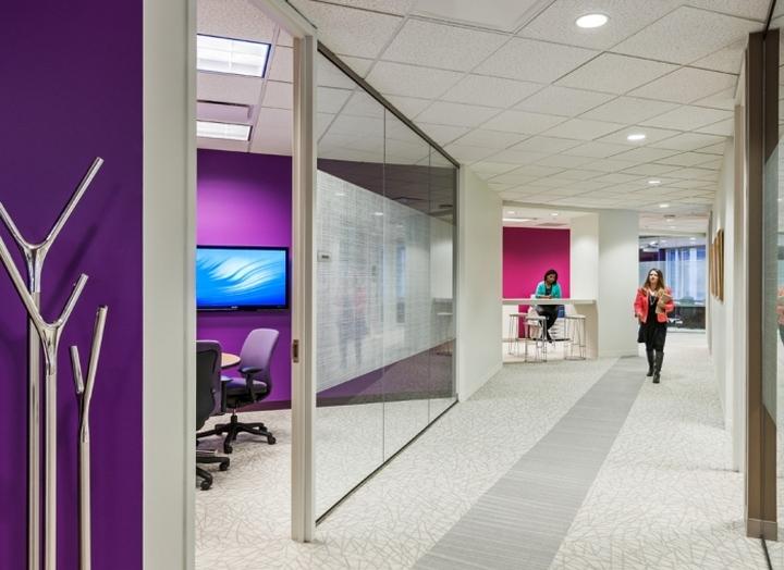 Яркое оформление офиса компании International Decision Systems в Миннеаполисе