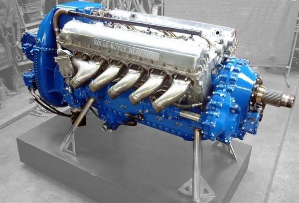 Современная лодка: мотор Rolls Royce Merlin V12