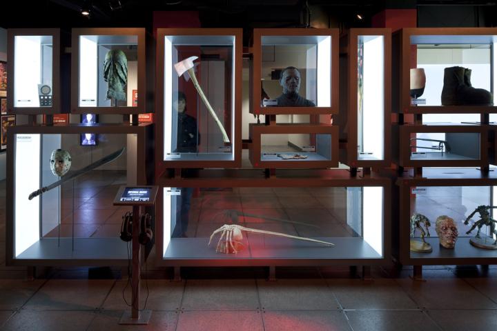 Предметы который выставлены на витринах стали известными через фильмы