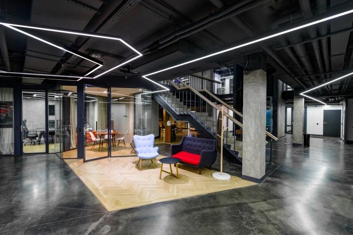 Атриум в офисе в стиле лофт - зона отдыха
