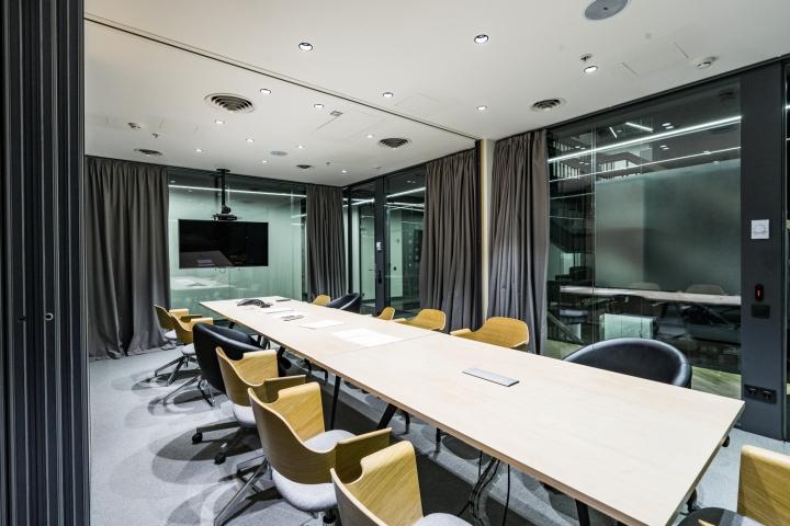 Атриум в офисе - конференц-зал в классическом стиле