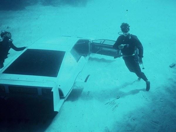 Знаменитый автомобиль-амфибия Джеймса Бонда - фото 4