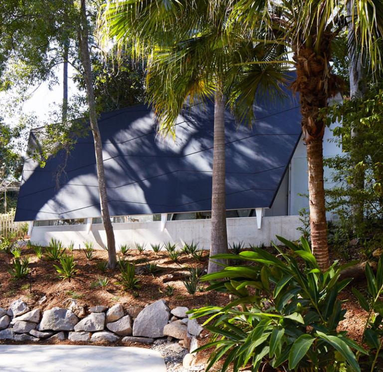 Белый интерьер офиса: субтропический сад