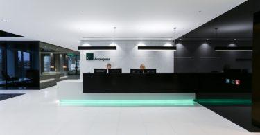 Белый интерьер офиса в Ллондоне