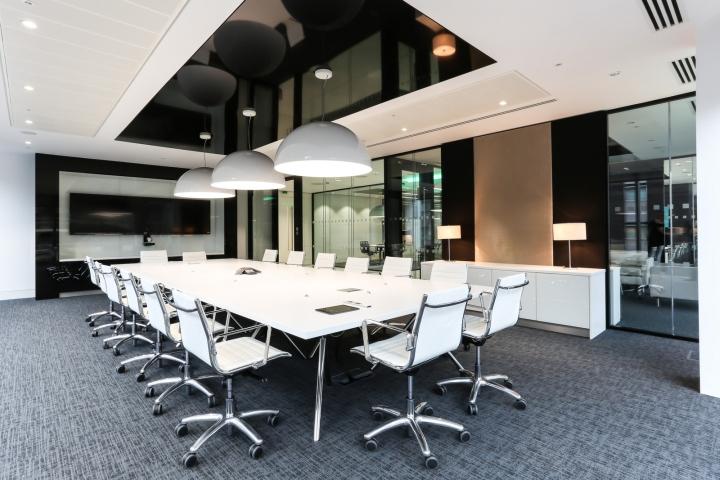 Белый интерьер офиса