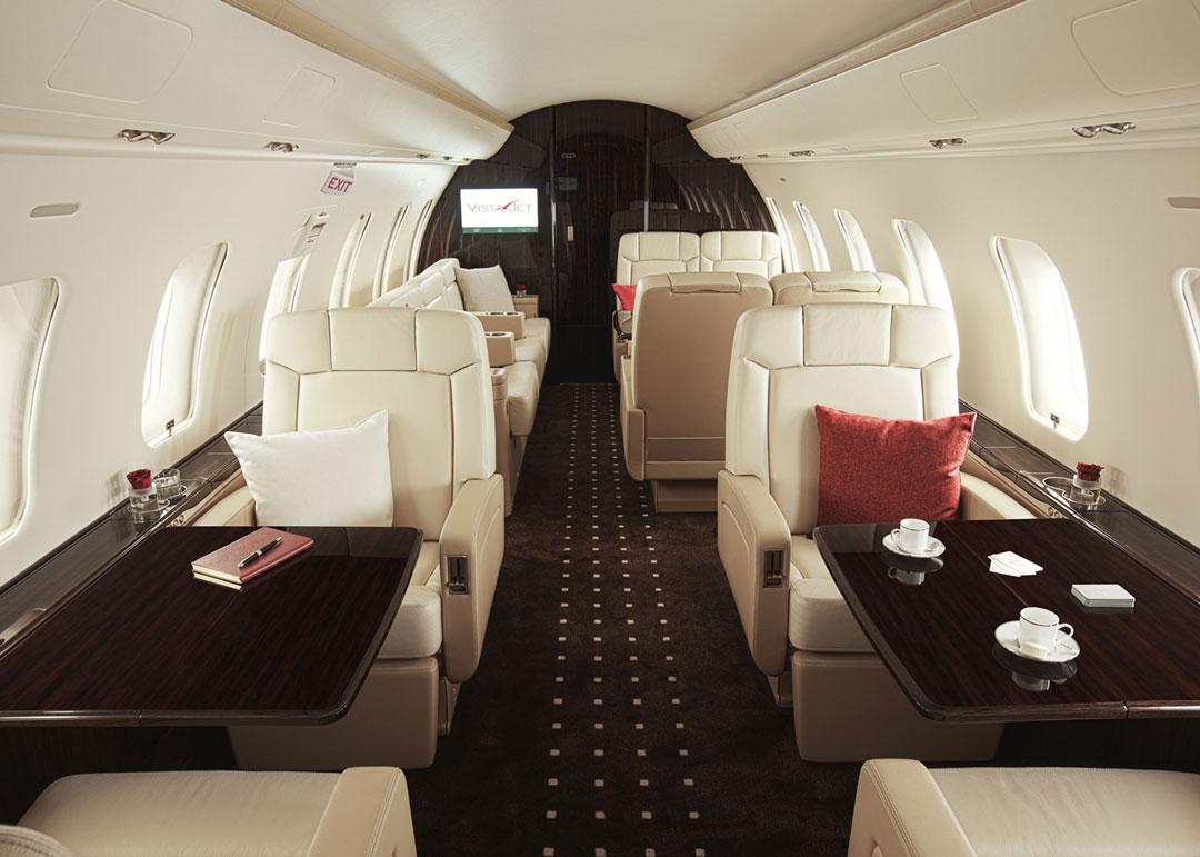 Салон в бизнес-джет самолёте Bombardier Challenger Private Jet 605