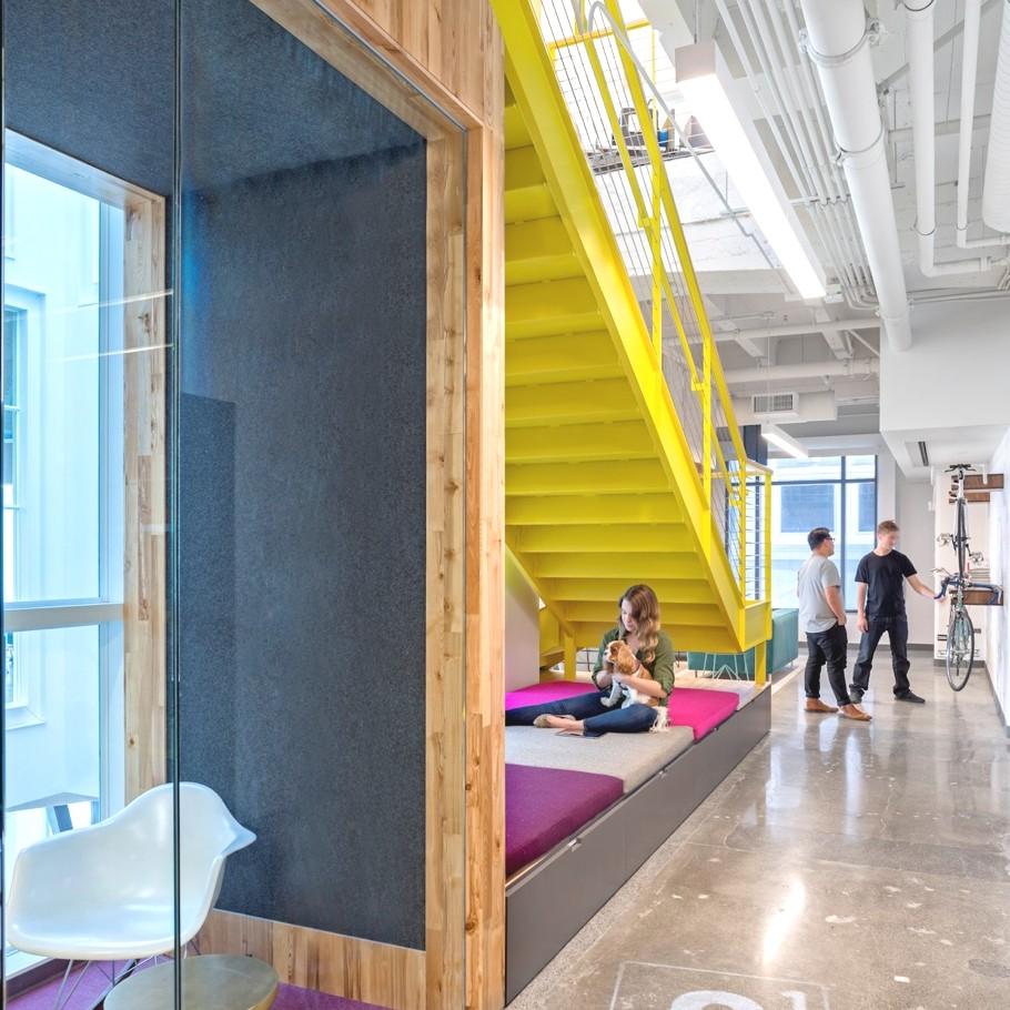 Места для отдыха в офисе компании Capital One Lab