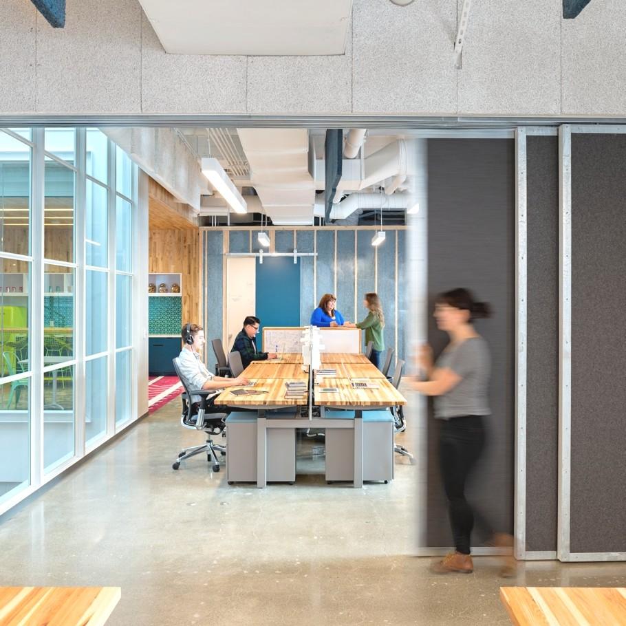 Открытая планировка офиса Capital One Lab