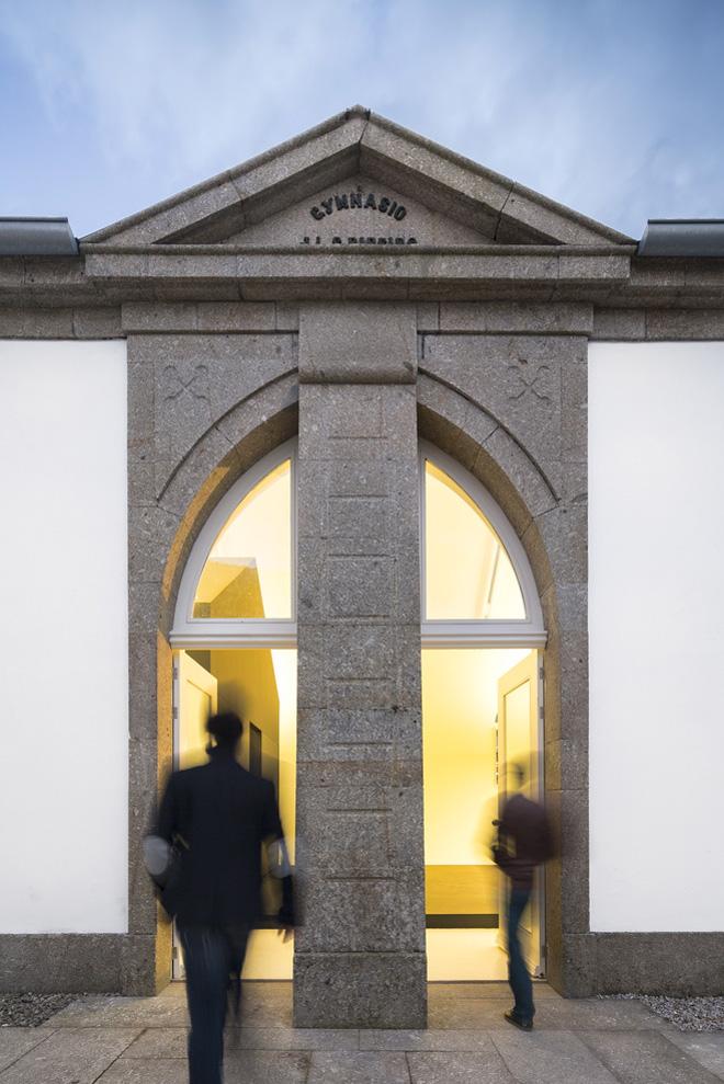 Современный интерьер школьного здания XIX века