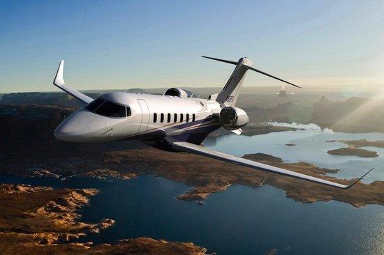 Частный самолёт бизнес-класса Learjet 85 с просторным салоном